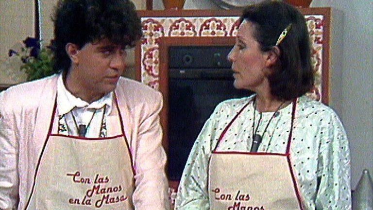 5-Elena Santonja y Pedro Almodóvar, en Con las manos en la masa
